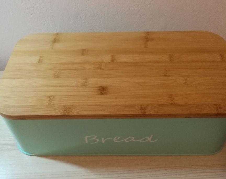La mia recensione del portapane Gran Rosi Breadbox con tagliare in bamboo