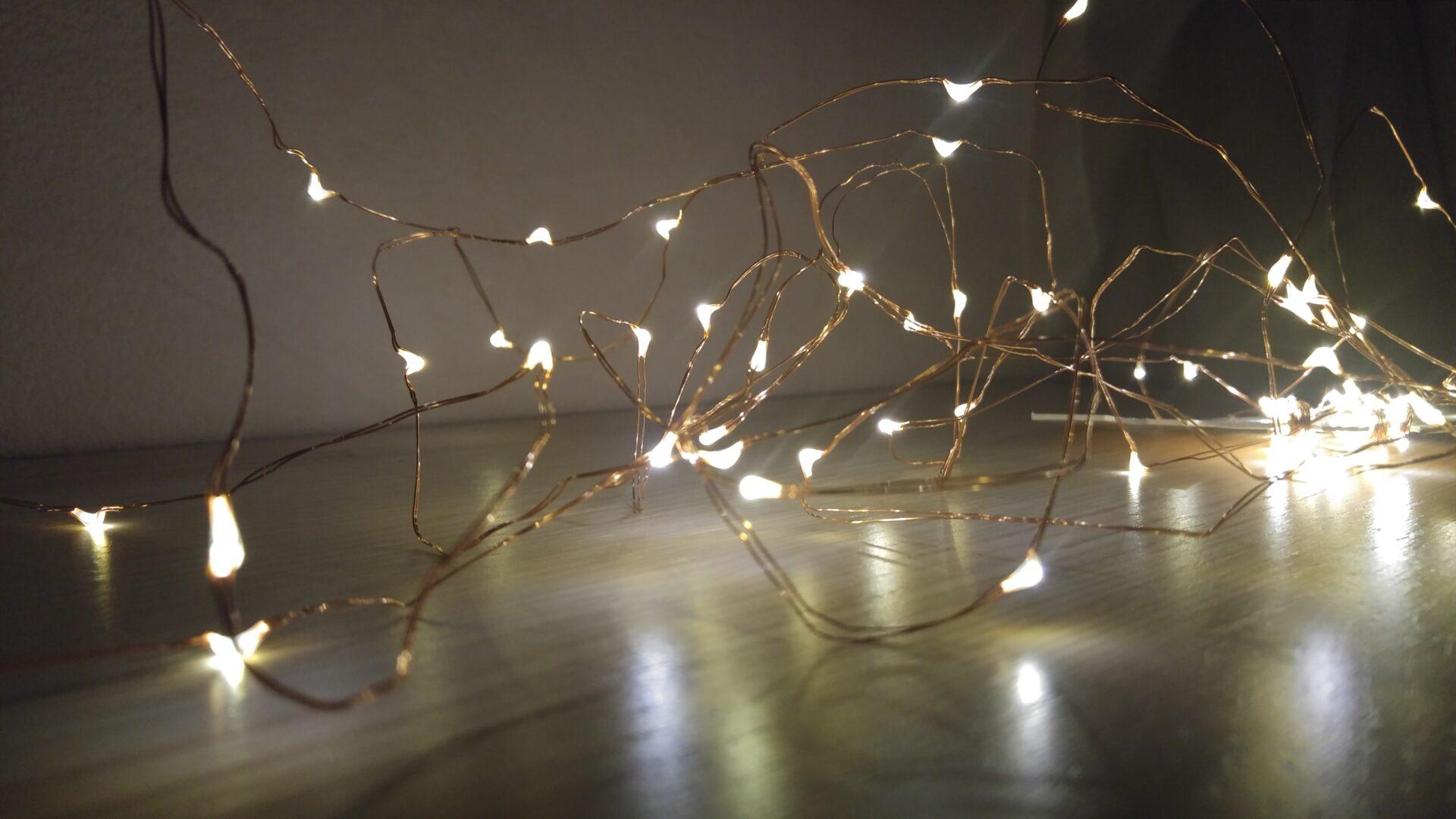 La mia recensione di: 100 luci led di natale su filo di rame amir